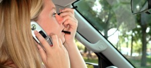 driving-phone-make-up